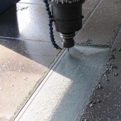 Frezowanie w aluminium drzwi